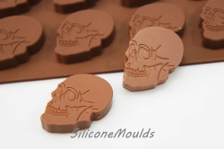 12 cell Small Skull (6.5g) Retro Novelty Silicone Chocolate / Candy Mould
