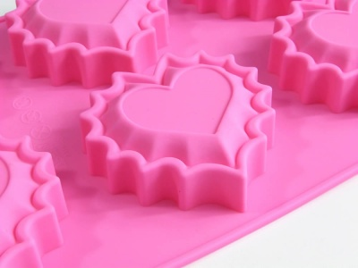 6 cell Jaggy Hearts - Silicone Bakeware Mould - CLEARANCE