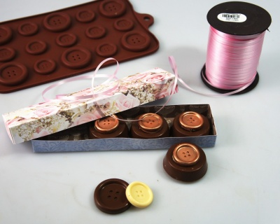 The Great BIG Buttons Silicone Bakeware Mould - cookies / chocolate