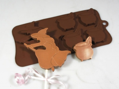 4+1 Halloween Witch on Broomstick and Cauldron Silicone Chocolate / Candy Baking Mould